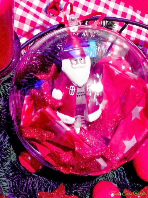 Weihnachtsmann in der Kugel