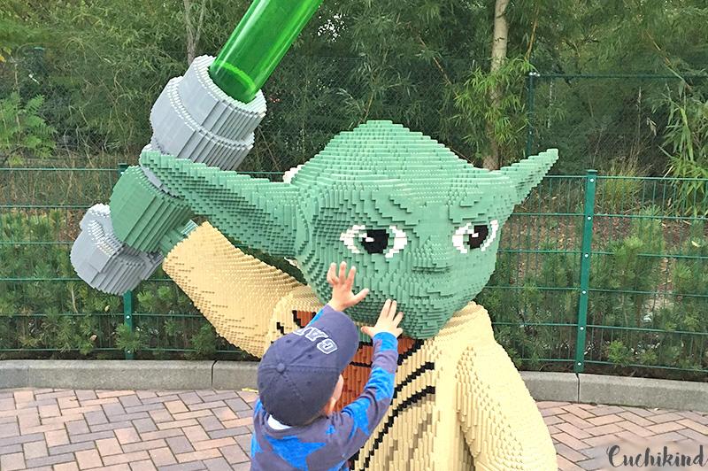 Kind_vor_Starwars_im_Legoland
